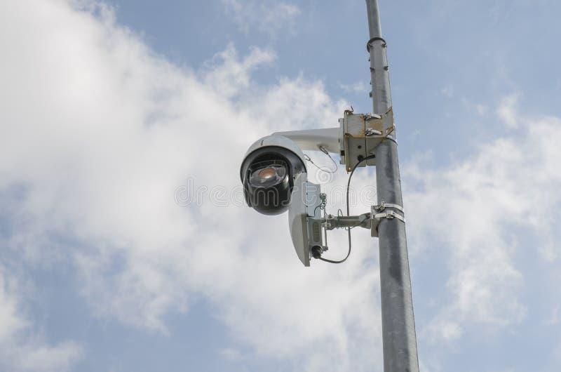 照相机监视和城市监视人民的 免版税库存图片