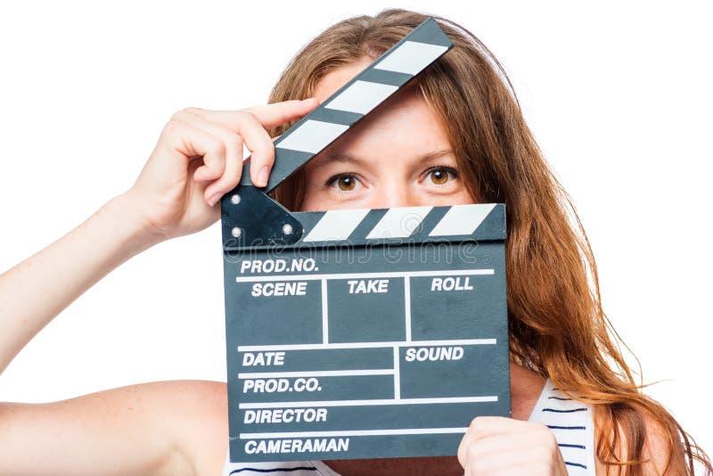 照看在白色的女演员的特写镜头一个电影拍板 免版税库存图片