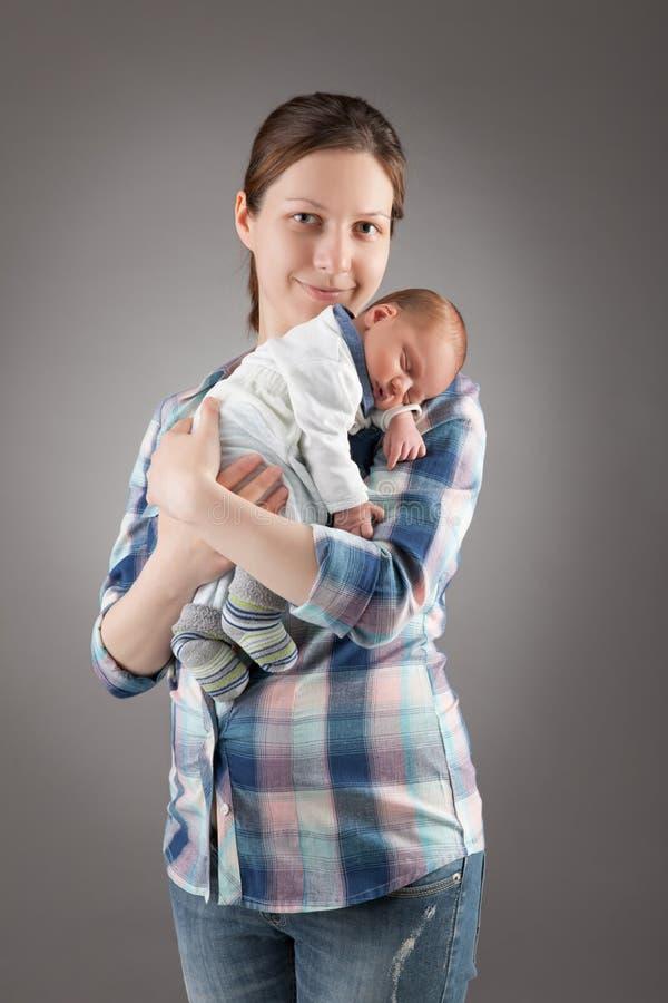 照顾立场和暂挂婴孩 免版税图库摄影