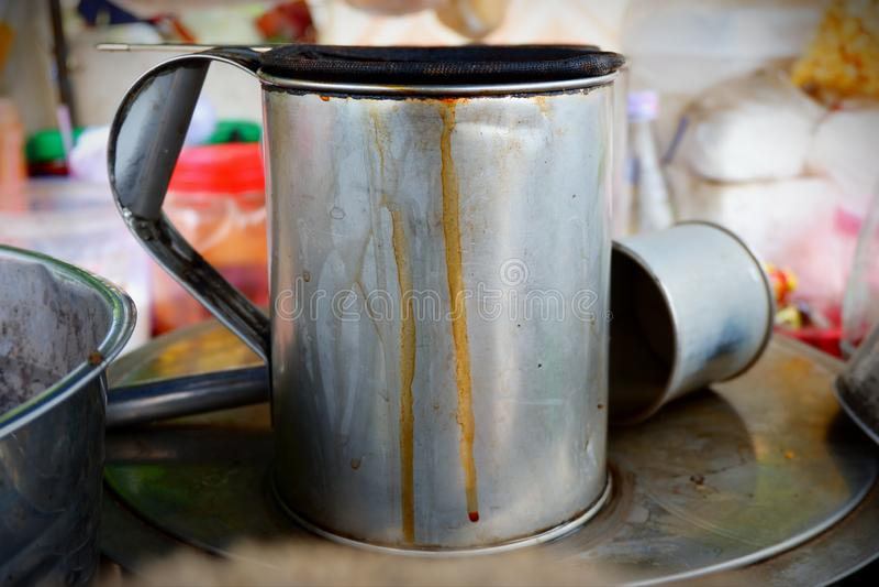 煮沸水的不锈钢投手 免版税库存照片
