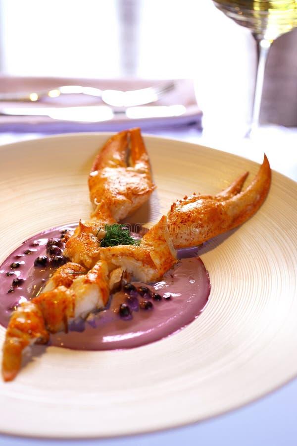 煮沸的蔓越桔龙虾纯汁浓汤 免版税库存照片