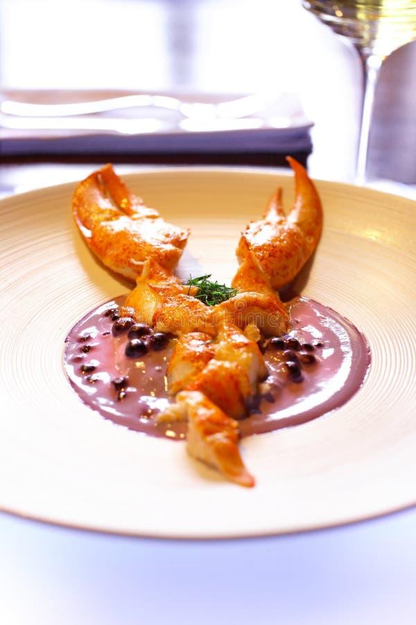 煮沸的龙虾用蔓越桔纯汁浓汤 库存照片