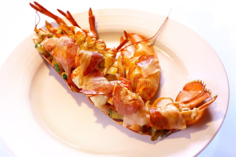 煮沸的龙虾用蔓越桔纯汁浓汤 库存图片