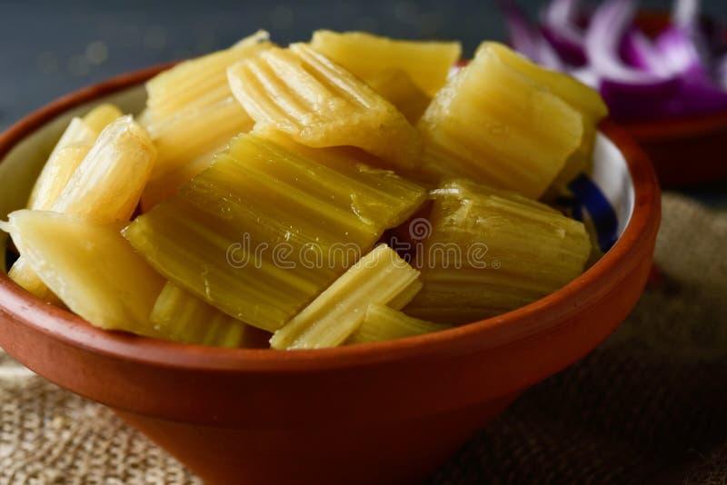 煮熟的菜蓟,典型地吃在西班牙 库存照片