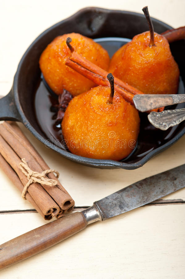 水煮的梨可口家庭做的食谱 免版税库存图片