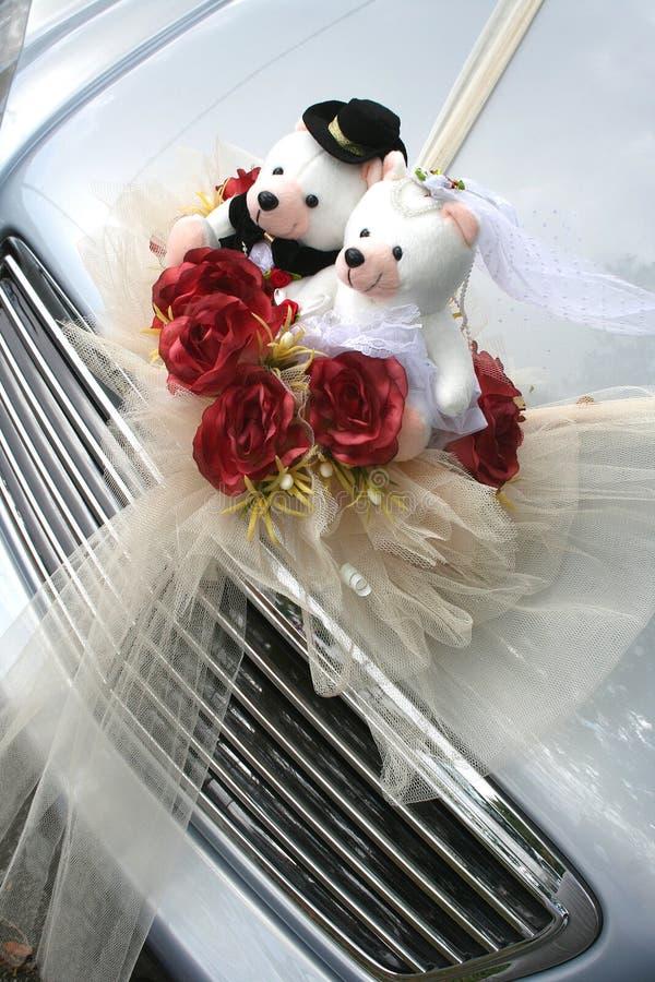 熊汽车婚礼 免版税库存照片