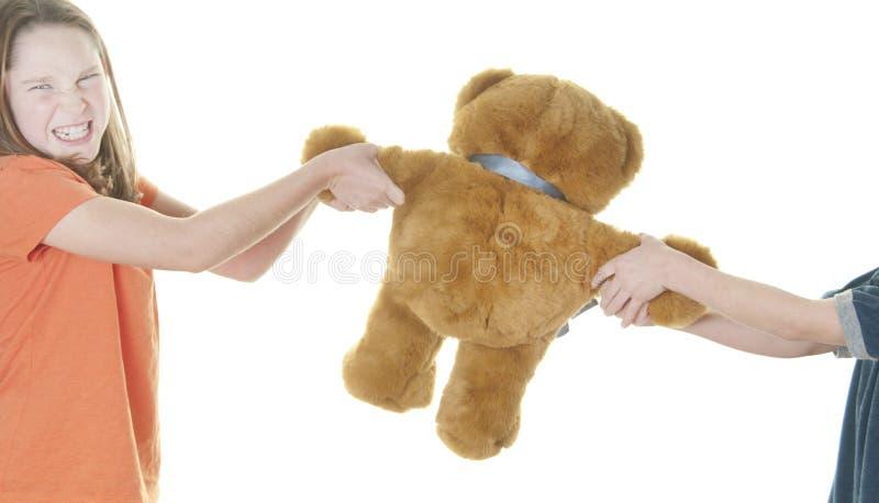 熊男孩在年轻人的战斗女孩 库存图片