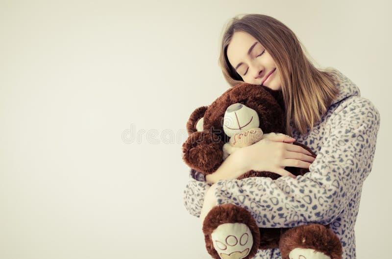 熊青少年女孩的女用连杉衬裤 库存图片