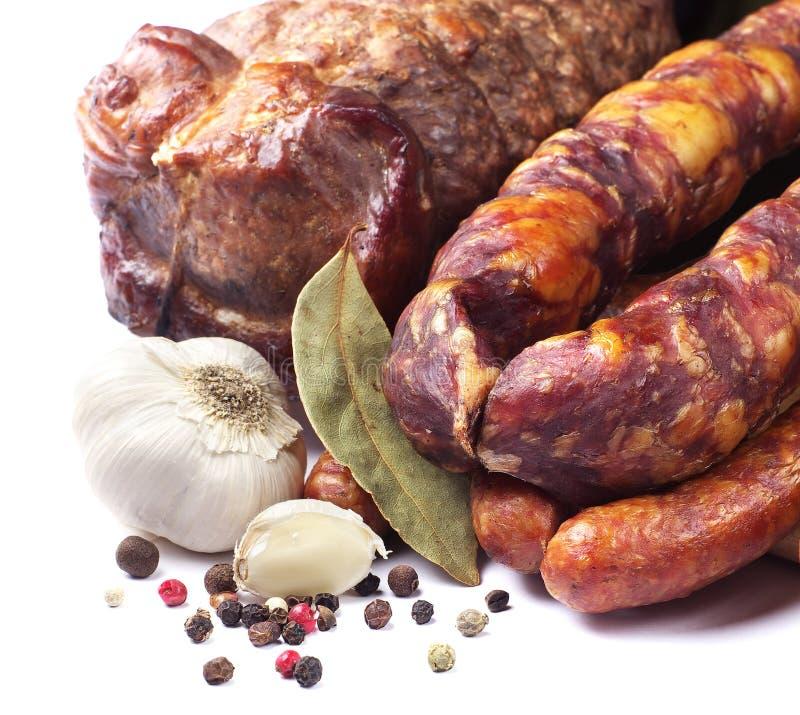熏制的香肠和肉 库存照片