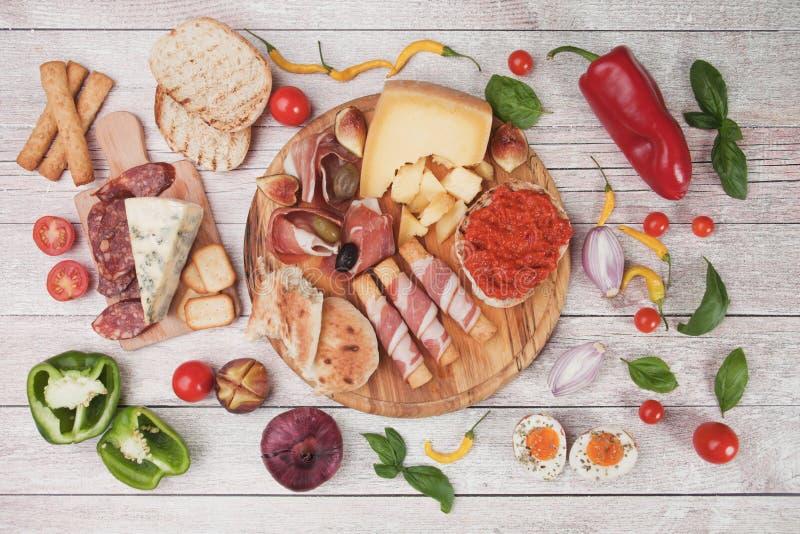 熏火腿二帕尔马和其他意大利食物 库存图片