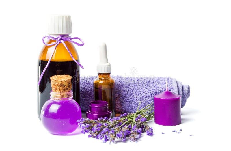 熏衣草油和紫色健康设置了与花 免版税库存照片