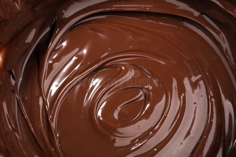 熔化的巧克力,果仁糖结冰的熔化可口巧克力 库存图片