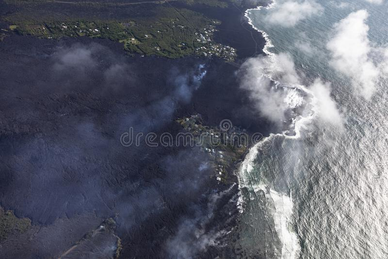 熔岩流鸟瞰图从Kilauea火山的爆发的 免版税图库摄影