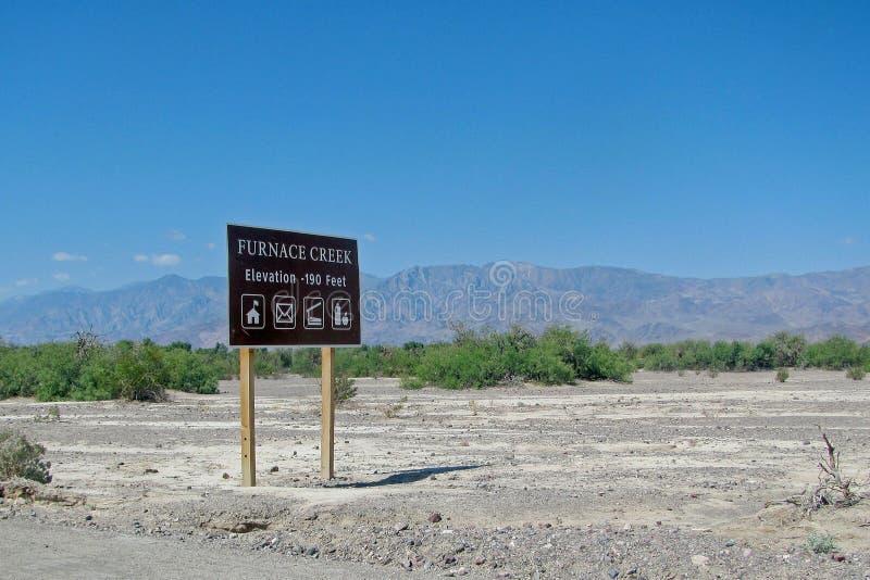 熔炉小河路标死亡谷 免版税库存照片