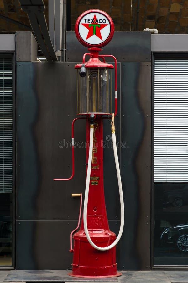 燃料分配器油炸物可看见的泵浦,美国,绰号梅・蕙丝 免版税库存照片