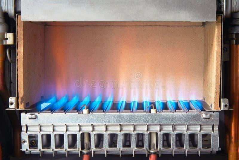 燃气锅炉的设备,热化水的过程 免版税库存照片