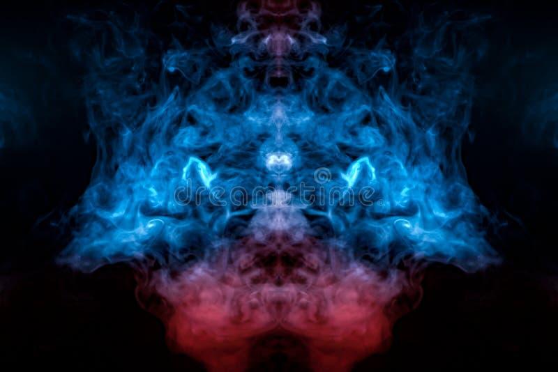 燃烧的蓝色火烟,上升象从一个紫色红色基地的一个专栏,交错在一个冠的样式,在黑色 库存照片