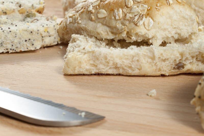 Download 燕麦剥落放置在wodden面包板的小圆面包 库存照片. 图片 包括有 三明治, 新鲜, 滋补, 养料, 食物 - 72374024