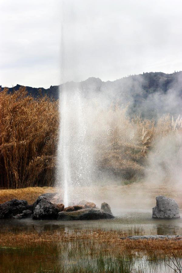 Download 爆发喷泉 库存照片. 图片 包括有 地标, 喷泉, 旅游业, 地质, 锅炉工人, 喷发, 蒸汽, 异常, 爆炸 - 15683804