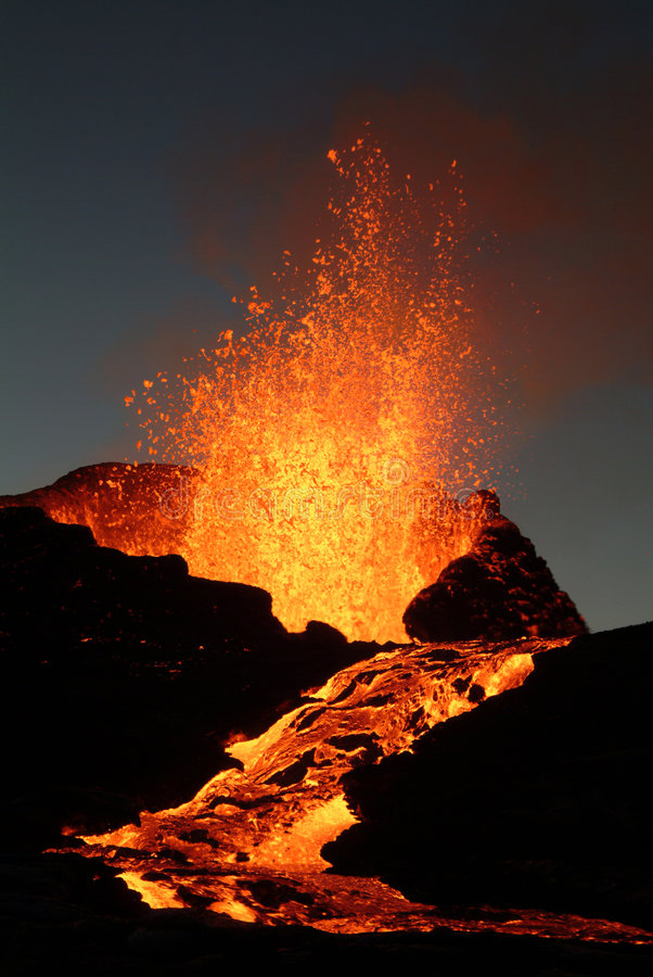爆发火山 库存图片