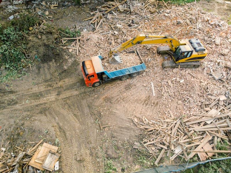 爆破位置鸟瞰图  清除的挖掘机再开发 图库摄影