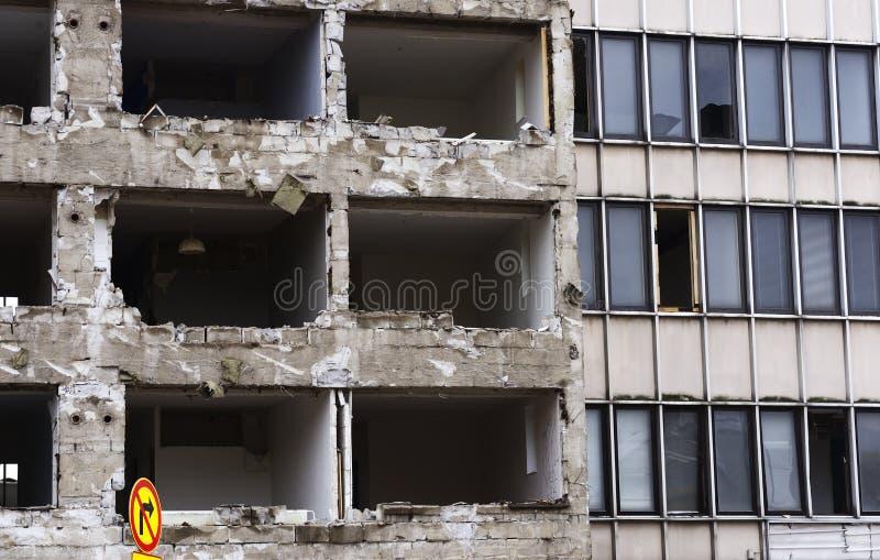 爆破的水泥房子 库存照片