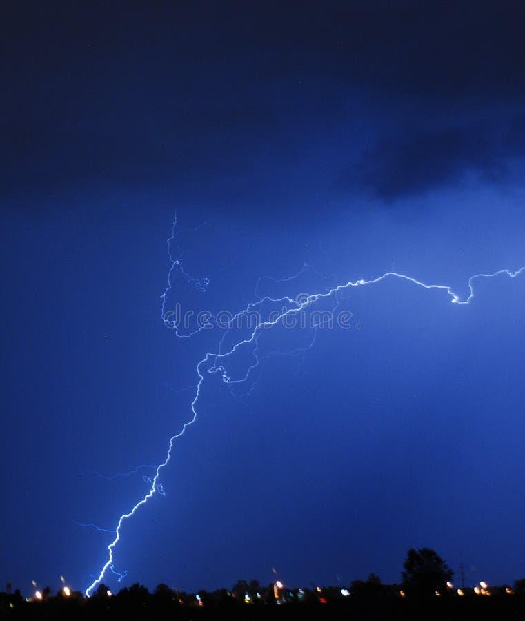Download 爆裂声闪电 库存照片. 图片 包括有 东部, 触电致死, 国家(地区), 刺激, 夜间, 气象学, 启发 - 15698992