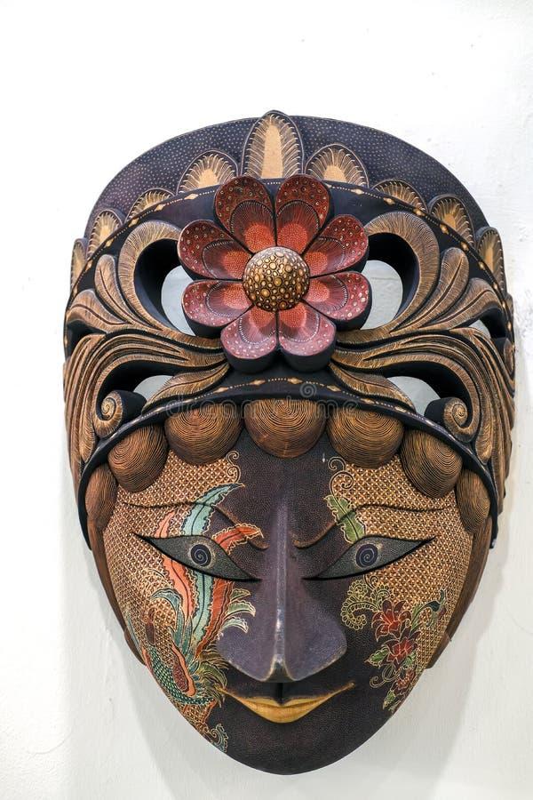 爪哇蜡染布面具由木头制成在白色背景 库存图片