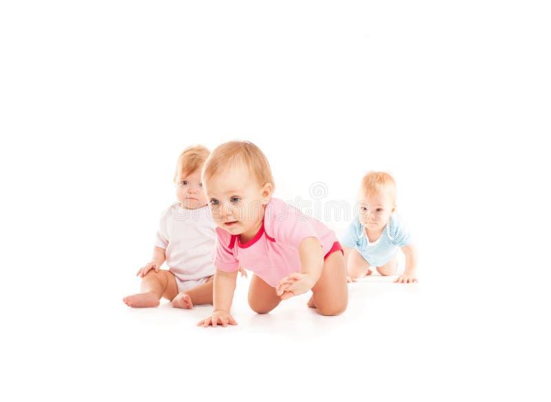 爬行在白色的婴孩 图库摄影