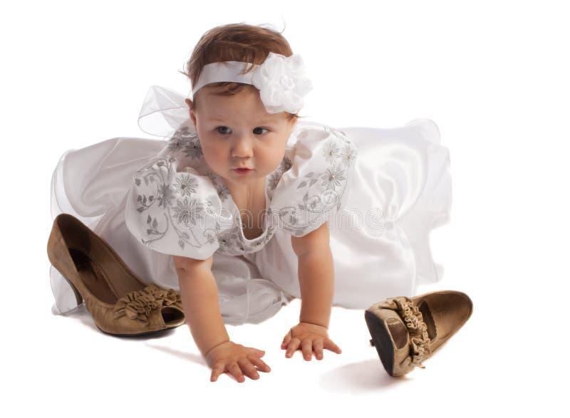 爬行的礼服孩子白色 库存图片
