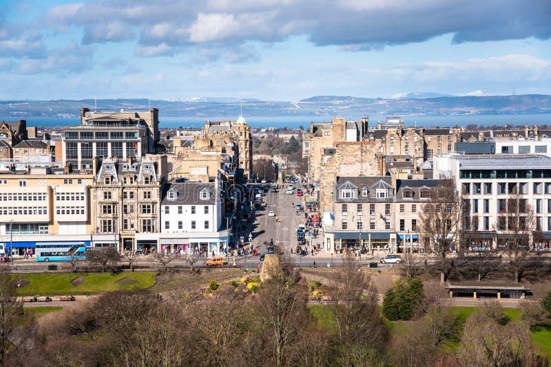 爱丁堡市中心看法在一个部分多云冬日 免版税图库摄影