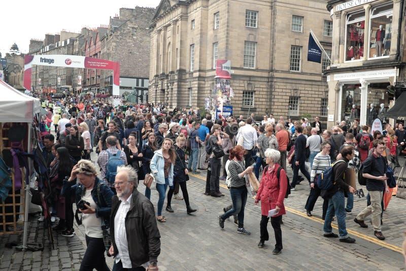 爱丁堡沿皇家英里的边缘节日在2016年8月 免版税库存照片
