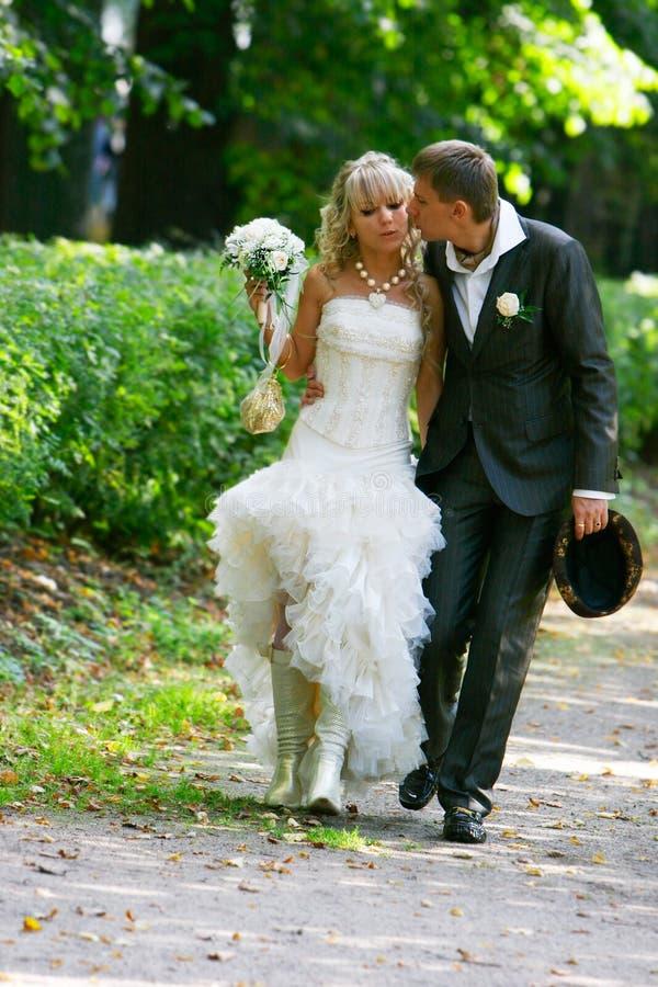 爱他们的婚礼的夫妇日 库存照片
