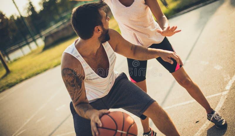 爱体育的夫妇 免版税库存图片