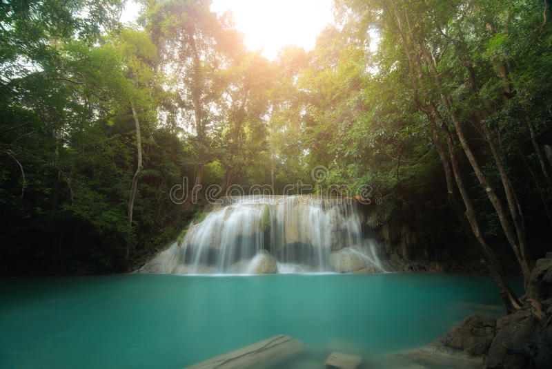 爱侣湾瀑布是美丽的瀑布在钾的春天森林里 免版税库存图片