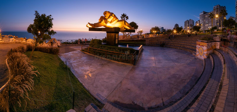 爱公园的Anoramic视图在日落以后的 库存图片