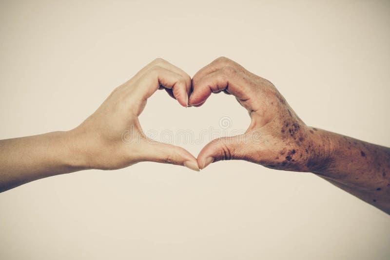 爱和关心老年人 免版税图库摄影