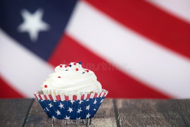 爱国7月第4或阵亡将士纪念日庆祝杯形蛋糕 库存照片