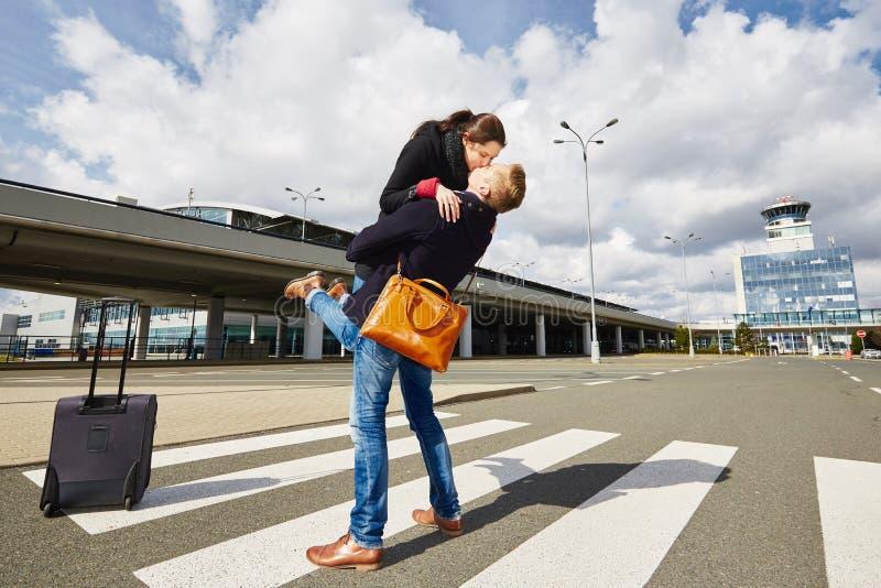 爱在机场 免版税库存照片