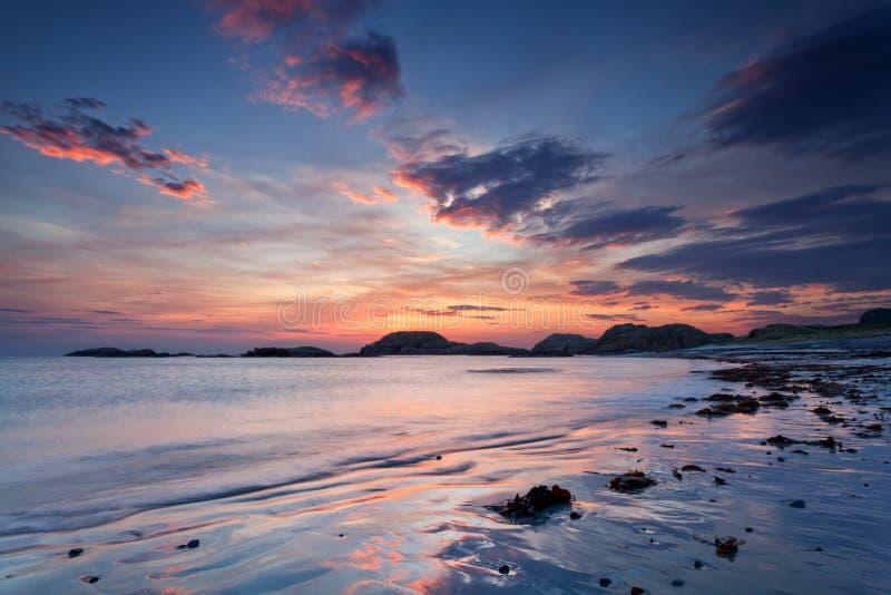 爱奥那岛,苏格兰:在海滩的日落 库存照片