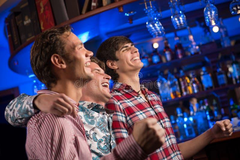 爱好者的画象在酒吧的 库存图片