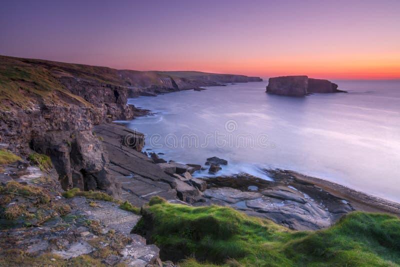 爱尔兰人西海岸在晚上 免版税图库摄影