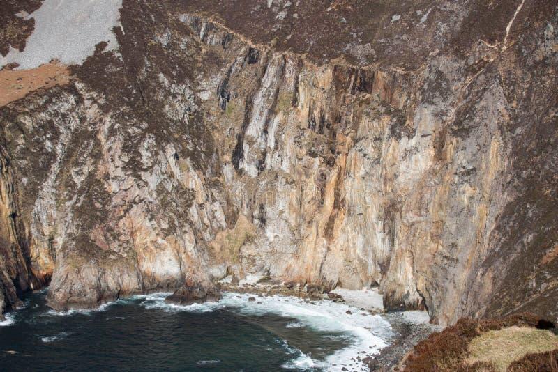 爱尔兰峭壁和海湾沿Donegal ` s海岸,它会见大西洋 库存图片