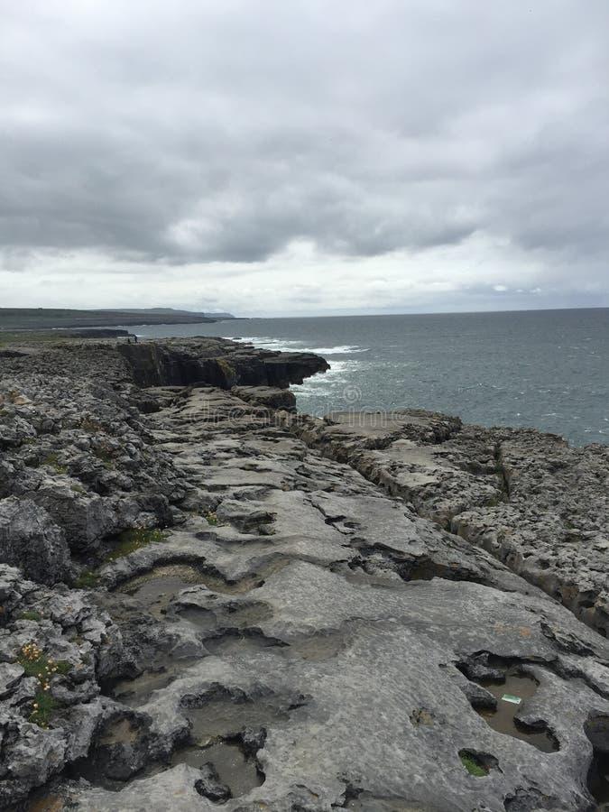 爱尔兰的海岸 免版税库存照片