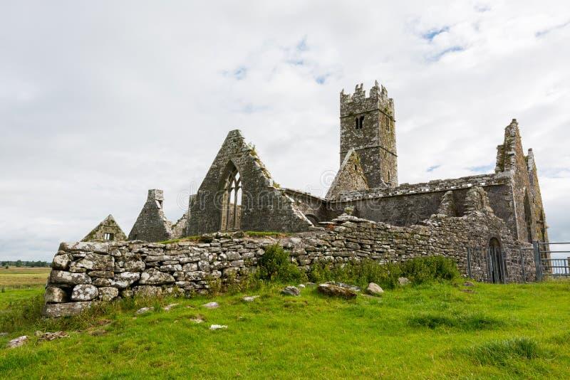 爱尔兰的Landascapes 罗斯男修道院废墟在戈尔韦县 库存图片