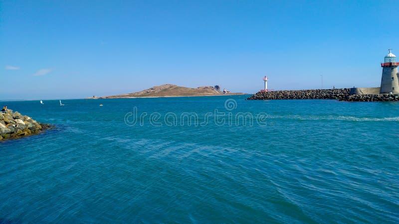 爱尔兰眼睛、老Howth灯塔和海洋 免版税库存照片