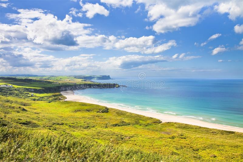 爱尔兰风景在北爱尔兰安特里姆郡-团结的国王 库存照片