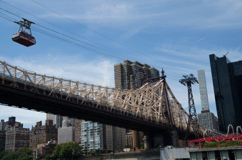 爱德科赫皇后区大桥和缆索铁路的罗斯福岛, Ne 库存照片
