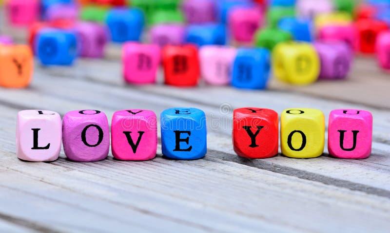 爱您在桌上的词 免版税库存图片