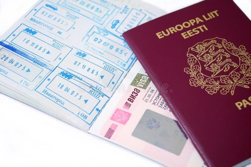 爱沙尼亚语护照俄语签证 免版税库存照片
